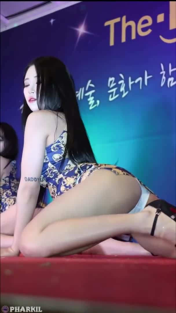 ~Girl Crush~ Bomi Vibrato 보미 Mad Sexy!!! Korea Danceteam camel toe move!! 韩国舞蹈队疯狂的性感骆驼趾扭动