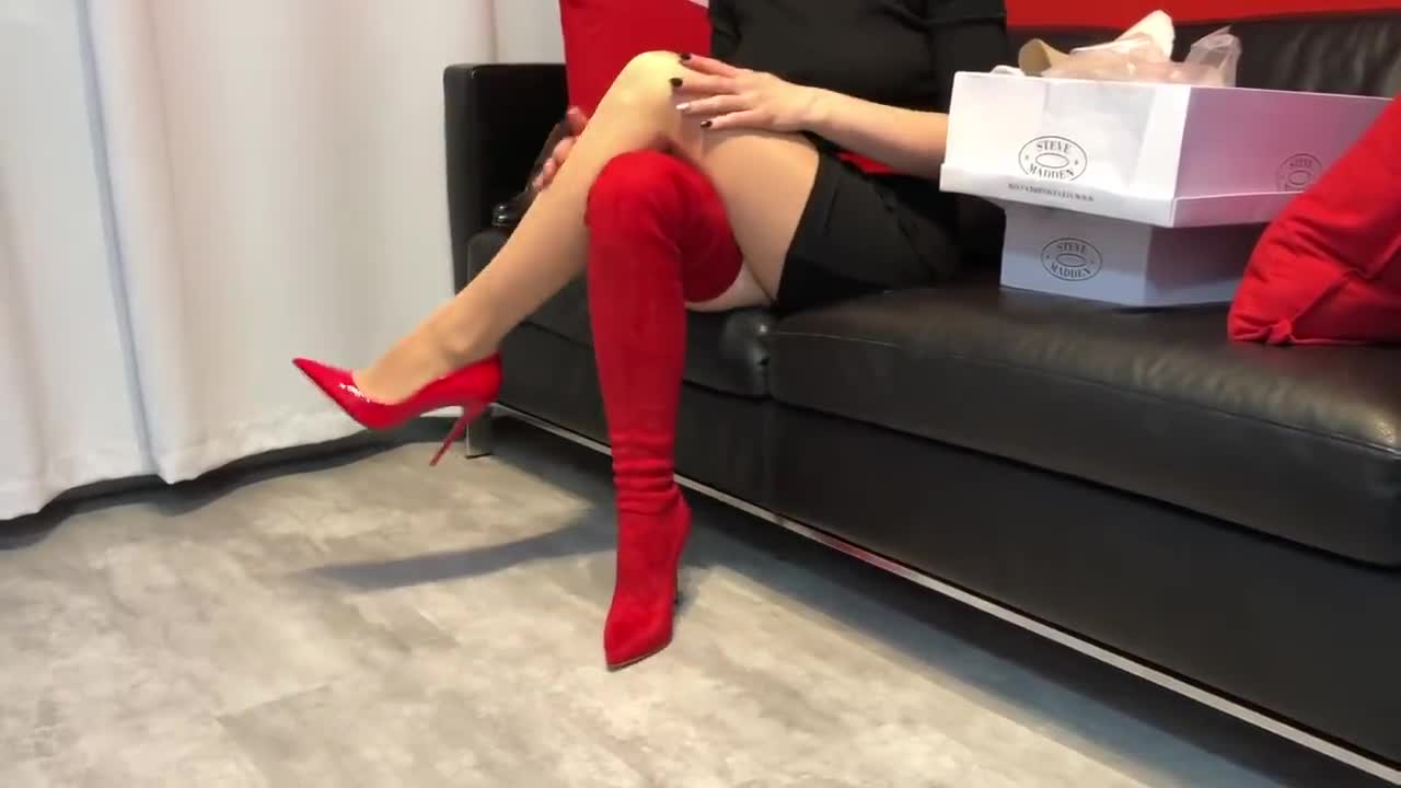Bupshi - Red Steve Madden Dominique